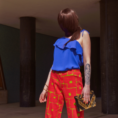 photo art pantalon rouge carré